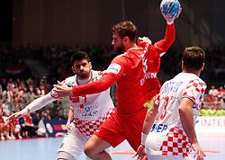 13.01.2020, Stadthalle, Graz, AUT, EHF Euro 2020, Kroatien vs Serbien, Gruppe A, im Bild von links Luka Stepancic (CRO), Ivan Mosic (SRB) und Zlatko Horvat (CRO) // from l to r Luka Stepancic (CRO) Ivan Mosic (SRB) and Zlatko Horvat (CRO) during the EHF 2020 European Handball Championship, group A match between Croatia and Serbia at the Stadthalle in Graz, Austria on 2020/01/13. EXPA Pictures © 2020, PhotoCredit: EXPA/ Erwin Scheriau