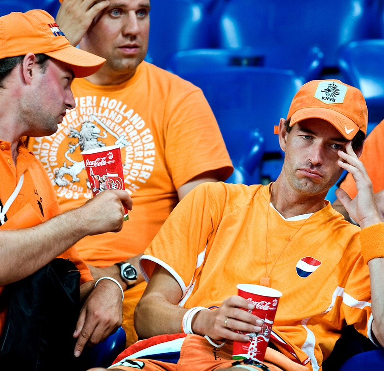 Zwitserland. Basel, 21-06-2008.<br /> EK voetbal. Kwartfinale Nederland tegen Rusland.<br /> Nederland verliest met 3-1 van het team van Guus Hiddink. Oranjesupporters zitten teleurgesteld in de tribune<br /> Foto: Patrick Post / Sportstation