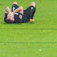 07.10.2020, wohninvest Weserstadion Platz 11, Bremen, GER, FSP SV WERDER BREMEN  vs 1. FC St. Pauli<br /> <br /> im Bild / picture shows <br /> <br /> <br /> Kevin Möhwald / Moehwald (Werder Bremen #06)<br /> Verletzung / verletzt / Schmerzen<br /> <br /> Foto © nordphoto / Kokenge
