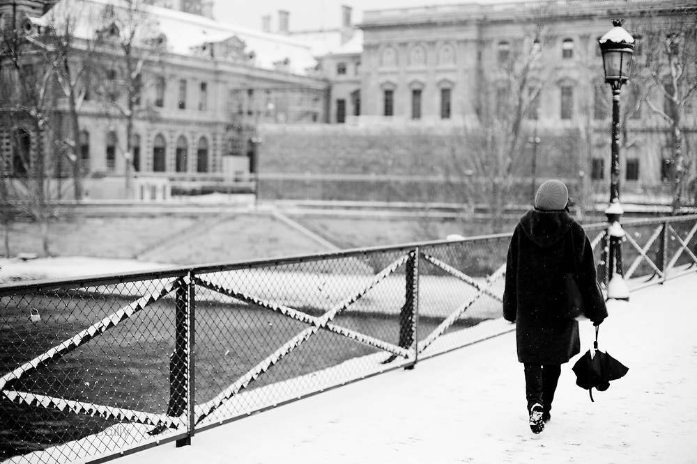 Paris, France. December 17th 2009..Snow Storm in Paris..Pont des Arts