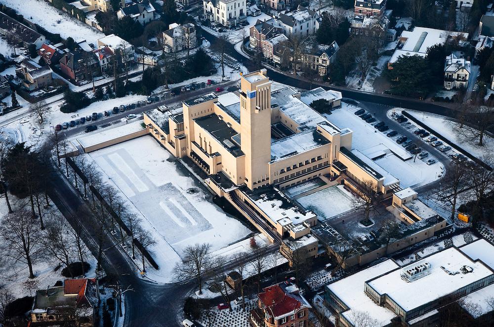 Nederland, Noord-Holland, Hilversum, 07-01-2010; Raadhuis (stadhuis), ontworpen door architect Willem Marinus Dudok; .Town Hall Hilversum.luchtfoto (toeslag), aerial photo (additional fee required).foto/photo Siebe Swart