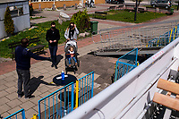 Augustow, woj. podlaskie, 01.05.2020. Pierwszy dzien majowki pod znakiem koronawirusa. Zazwyczaj obleganey w dlugi weekend przez turystow, z powodu epidemii koronawirusa ,pierwszego dnia majowki (1.05) Augustow swiecil pustkami N/z statek Swoboda, najwiekszy w Polsce statek srodladowy, ktory moze zabrac 330 pasazerow, tym razem w swoj pierwszy w sezonie rejs poplynal z 3 turystami fot Michal Kosc / AGENCJA WSCHOD