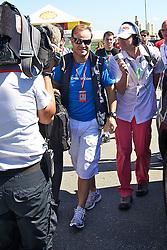 O piloto brasileiro Rubens Barrichello ao desembarcar para o Grande Prémio do Brasil de Fórmula 1, em Interlagos, São Paulo. FOTO: Jefferson Bernardes/Preview.com