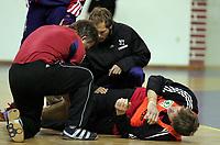 Håndball VM, Tunis 2005, Sousse 25/01-05, <br /> Jonny Jensen nede for telling og vrir seg i smerte etter en smell, kneet sjekkes,<br /> Foto: Sigbjørn Andreas Hofsmo, Digitalsport