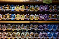 France, Côte-d'Or (21), Flavigny-sur-Ozerain, labellisé Les Plus Beaux Villages de France, Les Anis de Flavigny, fabrique de bonbons traditionnels dans les bâtiments de l'abbayes // France, Côte-d'Or, Flavigny-sur-Ozerain, anise sweet shop