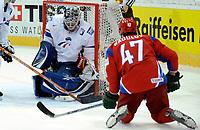 Alexander Radulov (RUS) trifft gegen Eddy Fehri (FRA) das Tor zum 3:0. © Manu Friederich/EQ Images