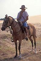 Hombre en caballo con medano de fondo, Parque Nacional Cinaruco-Capanaparo, Apure, Venezuela
