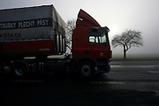 Mezirici/Tschechische Republik, CZE, 11.12.06: LKW in einer Süd-Böhmischen Landschaft im Nebel in der Nähe des Dorfes Mezirici.<br /> <br /> Mezirici/Czech Republic, CZE, 11.12.06: Truck in a South Bohemian landscape close to the village Mezirici in foggy weather with truck.