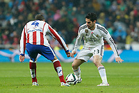 Real Madrid´s Isco (R) and Atletico de Madrid´s Mario Suarez during Spanish King´s Cup match at Santiago Bernabeu stadium in Madrid, Spain. January 15, 2015. (ALTERPHOTOS/Victor Blanco)
