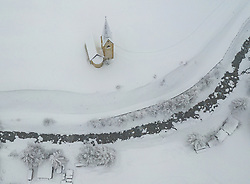 THEMENBILD - tief Verschneite Landschaft rund um die St. Georgskirche im Ortsteil Unterburg. Von Sonntag 13. Jänner auf Montag 14. Jänner 2019 sind in Kals erhebliche Mengen Schnee gefallen. Kals am Großglockner, Österreich am Montag, 14. Jänner 2019 // deep snowy landscape around the St. Georgs church in the district Unterburg. From Sunday 13th January to Monday 14th January 2019, significant amounts of snow have fallen in Kals. Monday, January 14, 2019 in Kals am Grossglockner, Austria. EXPA Pictures © 2019, PhotoCredit: EXPA/ Johann Groder