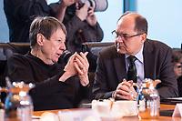 10 JAN 2018, BERLIN/GERMANY:<br /> Barbara Hendricks (L), SPD, bundesumweltministerin, und Christian Schmidt (R), CSU, Bundeslandwirtschaftsminister, im Gespraech, vor Beginn der Kabinettsitzung, Bundeskanzleramt<br /> IMAGE: 20180110-01-007<br /> KEYWORDS: Kabinett, Sitzung, Gespräch