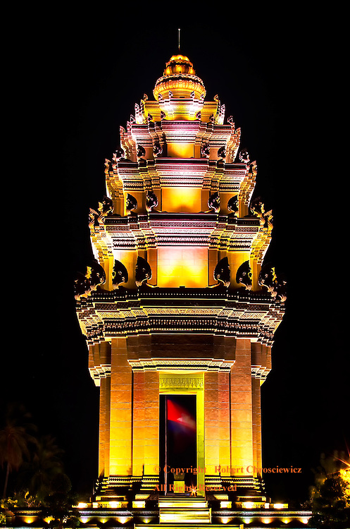Independence Monument Cambodia: The well lit Independence Monument captured at night, Phnom Penh Cambodia.