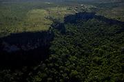 Chapada dos Guimaraes_MT, Brasil...Imagens do Parque Nacional da Chapada dos Guimaraes no Estado do Mato Grosso. Na foto Cachoeira Veu da Noiva no Vale do Rio Coxipozinho...The Chapada dos Guimaraes National Park is a national park in the Brazilian state of Mato Grosso. In this photo Veu da Noiva waterfall in the Vale do Rio Coxipozinho...Foto: LEO DRUMMOND / NITRO