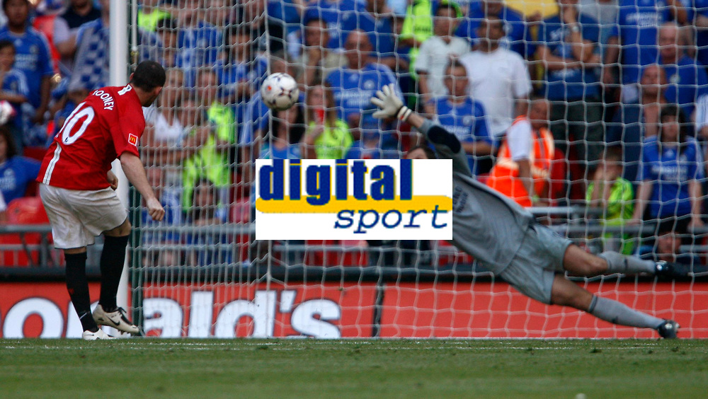 Photo: Richard Lane/Sportsbeat Images.<br />Manchester United v Chelsea. FA Community Shield. 05/08/2007. <br />Manchester United's Wayne Rooney scores the winning penalty past Chelsea's Petr Cech.