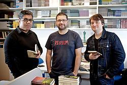 """Samir Machado (E), Rodrigo Rosp e Guilherme Smee da """"Não Editora"""" na sede da empresa, em Porto Alegre."""