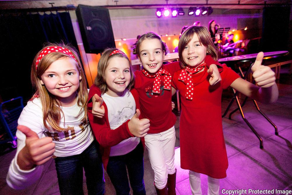 370928-live uitzending van Junior Eurosong op groot scherm in CC Schaliken Herentals-Jinthe, Emma, Tilleke, Stien