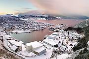 Fosnavåg City with snow on a winter day in january. Fosnavåg is located on the westcoast of Norway | Fosnavåg by i snødrakt en dag i januar, tatt fra Tverrfjellet