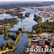 Trollhättan 2009 09 10 Flygbild<br /> Göta Älv Trollhätte kanal Spikön centrum Halleberg Stallbacka Stallbackabron<br /> <br /> <br /> <br /> ----<br /> FOTO : JOACHIM NYWALL KOD 0708840825_1<br /> COPYRIGHT JOACHIM NYWALL<br /> <br /> ***BETALBILD***<br /> Redovisas till <br /> NYWALL MEDIA AB<br /> Strandgatan 30<br /> 461 31 Trollhättan<br /> Prislista enl BLF , om inget annat avtalas.