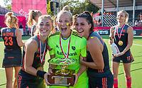 ANTWERPEN - Europees kampioen.  Laura Nunnink (Ned) , goalkeeper Anne Veenendaal (Ned), Malou Pheninckx (Ned) .    Het Nederlands team na de winst   na   de   finale  dames  Nederland-Duitsland  (2-0) bij het Europees kampioenschap hockey.    COPYRIGHT  KOEN SUYK