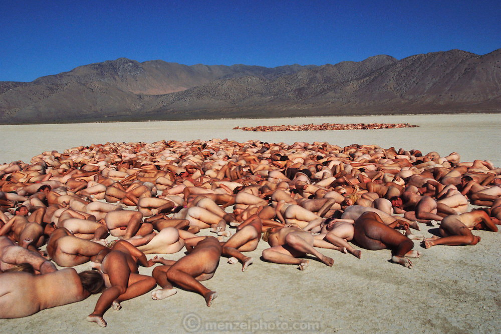 Photograph Peter Menzel's medium telephoto lens compresses the naked bodies of New York artist Spencer Tunick's production of nudes lying on the desert at the Burning Man Festival in the Black Rock Desert, Nevada. Burning Man is a performance art festival known for art, drugs and sex. It takes place annually in the Black Rock Desert near Gerlach, Nevada, USA.