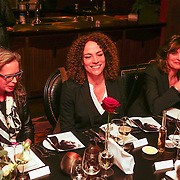 NLD/Amsterdam/20130131- Filmpremiere Lincoln, Antoinette Beumer en ????? aan tafel