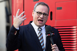 © Licensed to London News Pictures . 27/09/2018 . London , UK . EZRA LEVANT near to the Central Criminal Court as supporters of former EDL leader Tommy Robinson (real name Stephen Yaxley-Lennon ) gather outside the Old Bailey , as Robinson faces a retrial for Contempt of Court following his actions outside Leeds Crown Court in May 2018 . Robinson was already serving a suspended sentence for the same offence when convicted in May and served time in jail as a consequence , but the newer conviction was quashed by the Court of Appeal and a retrial ordered . Photo credit: Joel Goodman/LNP
