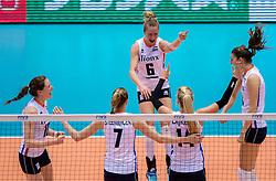 17-05-2016 JAP: OKT Thailand - Nederland, Tokio<br /> Nederland verslaat Thailand met klinkende cijfers 3-0 en is weer op koers voor Rio / Vreugde bij Nederland met Maret Balkestein-Grothues #6, Anne Buijs #11, Lonneke Sloetjes #10