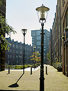 Hillebrant Jacobsplein, plein met straatlantaarns  in de rivierenbuurt, Den Haag - Public square with streetlamps near the center of The Hague, Netherlands
