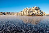 ÖSTERSUND 202101206<br /> Skridskotur vid Andersön en solig och kall onsdag i januari. <br /> Ångbåtsbryggan vid Andersön. Oxmelviken.<br /> Foto: Per Danielsson/Projekt.P