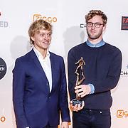 NLD/Amsterdam/20160307 - TV Beelden 2016, Nicolaas Veul (L) en Tim den Besten met de prijs beste made for web (Super Stream Me)