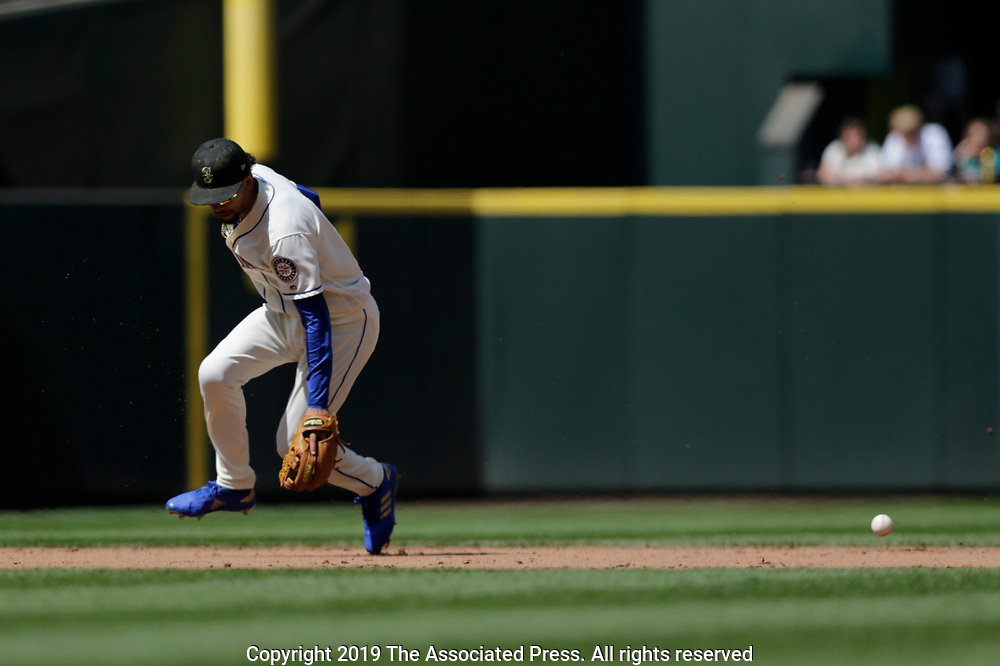 Seattle Mariners J.P. Crawford misses a ground ball and was given an error against the Minnesota Twins during a baseball game, Sunday, May 19, 2019, in Seattle. (AP Photo/John Froschauer)