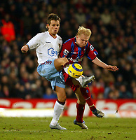 Fotball<br /> Premier League England 2004/2005<br /> Foto: SBI/Digitalsport<br /> NORWAY ONLY<br /> <br /> 03.01.2005<br /> <br /> Crystal Palace v Aston Villa<br /> <br /> Lee Hendrie and Aki Riihilahti of Palace battle hard for the ball at Selhurst Park.