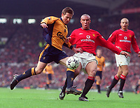 Nick Barmby (Liverpool) and Mikael Silvestre (Man Utd). Manchester United v Liverpool. FA Premiership, 17/12/2000. Credit: Colorsport / Andrew Cowie.