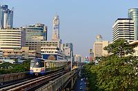 Thailande, Bangkok, metro aerien, station Ratchadamri // Thailand, Bangkok, BTS sky train, Ratchadamri station