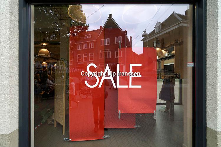 Nederland, Nijmegen, 17-7-2020 Winkel in de binnenstad houdt uitverkoop ..Foto: ANP/ Hollandse Hoogte/ Flip Franssen