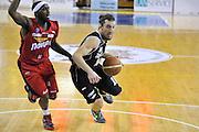 DESCRIZIONE: Casale Monferrato Campionato LNP ADECCO GOLD 2013/2014 Novipiu Casale Monferrato-Aquila Basket Trento<br /> GIOCATORE: Pablo Forray Andres<br /> CATEGORIA: palleggio penetrazione attacco equilibrio<br /> SQUADRA: Aquila Basket Trento<br /> EVENTO: Campionato LNP ADECCO GOLD 2013/2014<br /> GARA: Novipiu Casale Monferrato-Aquila Basket Trento<br /> DATA: 22/12/2013<br /> SPORT: Pallacanestro <br /> AUTORE: Junior Casale/Gianluca Gentile<br /> Galleria: LNP GOLD 2013/2014<br /> Fotonotizia: Casale Monferrato Campionato LNP ADECCO GOLD 2013/2014 Novipiu Casale Monferrato-Aquila Basket Trento<br /> Predefinita: