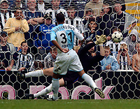 Fotball<br /> Treningskamper England<br /> 01.08.2004<br /> Foto: SBI/Digitalsport<br /> NORWAY ONLY<br /> <br /> Feyenoord Rotterdam v Glasgow Rangers<br /> <br /> Rangers goalkeeper Graeme Smith saves the crucial penalty from Feyenoord's Gianni Zuiverloon to clinch third place for Rangers.