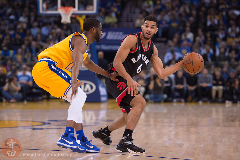 November 17, 2015; Oakland, CA, USA; Toronto Raptors guard Cory Joseph (6) dribbles the basketball against Golden State Warriors guard Ian Clark (21) during the second quarter at Oracle Arena. The Warriors defeated the Raptors 115-110.