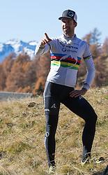 """02.11.2015, Zettelfeld, Thurn, AUT, Dreharbeiten zur ORF-Sendung """"Sport am Sonntag"""", drei Radsport-Weltmeister aus Tirol, im Bild Alban Lakata (UCI Weltmeister Mountainbike Marathon) // during Shooting of ORF broadcast """"Sport am Sonntag"""", three cycling World Champion from Tyrol at Zettersfeld in Lienz, Austria on 2015/11/02. EXPA Pictures © 2015, PhotoCredit: EXPA/ Johann Groder<br /> <br /> ***** ACHTUNG REDAKTEURE - Bei Veröffentlichung vor dem geplanten Sendetermin am 6. November 2015, ist die Nennung """"Dreharbeiten zur ORF-Sendung Sport am Sonntag"""" in der Bildunterschrift/Credit verpflichtend *****"""