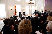 17 FEB 2012, BERLIN/GERMANY:<br /> Christian Wulff, Bundespraesident, und seine Ehefrau Bettina Wulff, Erklaerung von Wulff zu seinem Ruecktritt vom Amt des Bundespraesidenten, Schloss Bellevue<br /> IMAGE: 20120217-01-008<br /> KEYWORDS: Rücktritt, Bundespräsident, Gattin; Kamera, Camera, Journalist, Journalisten