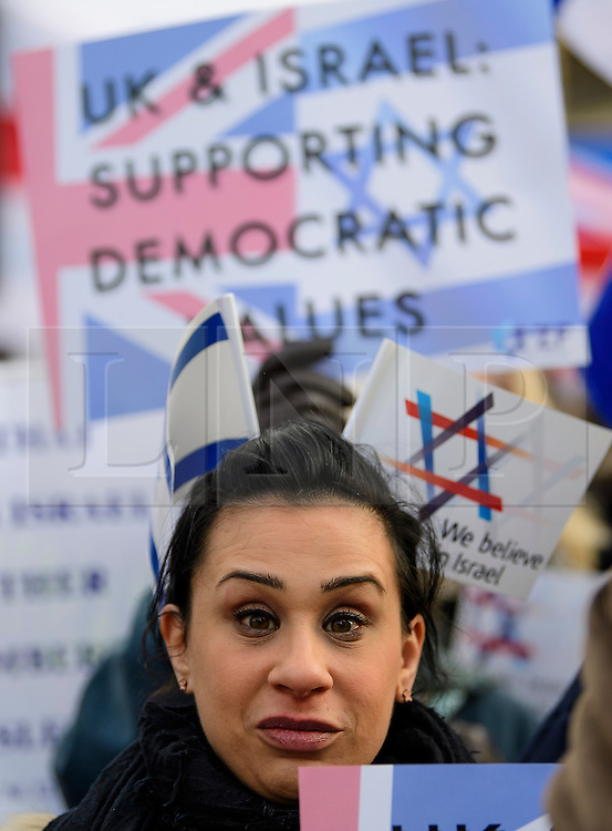 © Licensed to London News Pictures. 06/02/2017. London, UK. A pro Israel demonstration at the gates to Downing Street in London ahead of a meeting between Israeli Prime Minister Benjamin Netanyahu and British Prime Minister Theresa May in Downing Street. Photo credit: Ben Cawthra/LNP