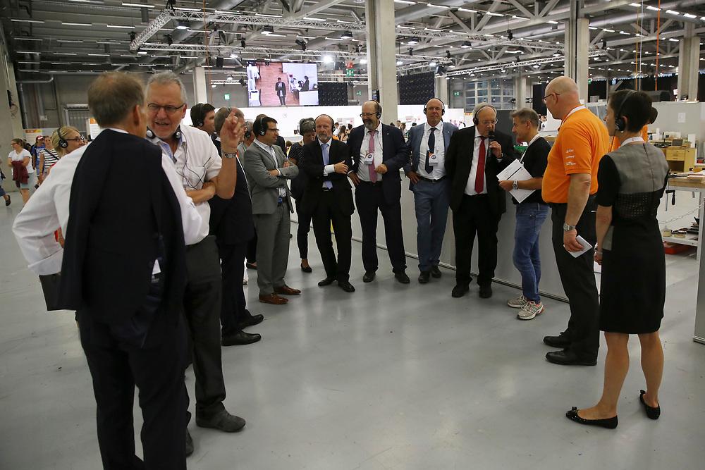 2. September 2018; Bern; swiss skills 2018 - 2. Tag - Bundesrat Johann N. Schneider-Ammann während einer Besichtigungstour mit Nationalräten.<br /> ©  Stefan Wermuth