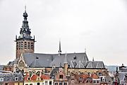 Nederland, Nijmegen, 7-9-2018- De Stevenskerk met omliggende historische panden in het centrum van de stad.Foto: Flip Franssen