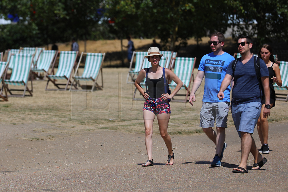 © Licensed to London News Pictures. 23/07/2018. London, UK. People enjoy the sunshine in Green Park as hot weather continues in the capital. Forecasters are predicting record temperatures this week. Photo credit: Rob Pinney/LNP