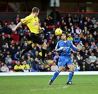 Fotball<br /> Championship England 2004/05<br /> Watford v Cardiff<br /> 28. desember 2004<br /> Foto: Digitalsport<br /> NORWAY ONLY<br /> brynjar gunnarsson fly high to beat junichi inamoto