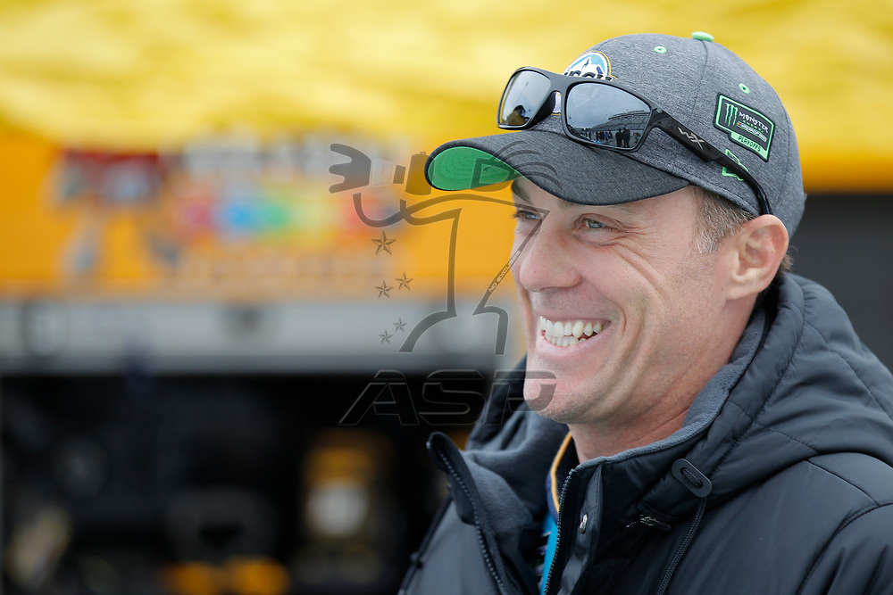 October 29, 2017 - Martinsville, Virginia, USA: Kevin Harvick (4) gets ready to qualify for the First Data 500 at Martinsville Speedway in Martinsville, Virginia.