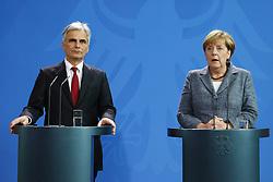15.09.2015, Bundeskanzleramt, Berlin, GER, Flüchtlingskrise in der EU, Gipfeltreffen Deutschland und Oesterreich, im Bild Oesterreichs Bundeskanzler Werner Faymann (SPOe, li.) und Deutschlands Bundeskanzlerin Angela Merkel (CDU, re.) // attend a joint press conference following talks about the refugee crisis at the Bundeskanzleramt in Berlin, Germany on 2015/09/15. EXPA Pictures © 2015, PhotoCredit: EXPA/ Eibner-Pressefoto/ Hundt<br /> <br /> *****ATTENTION - OUT of GER*****