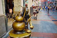 Chine, Guangdong, Guangzhou ou Canton, rue commercante de Enning Lu // China, Guangdong province, Guangzhou or Canton, Enning Lu, shopping street
