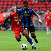 NLD/Amsterdam/20080808 - LG Tournament 2008 Amsterdam, FC Internazionale v Sevilla FC, Mancini in duel met Ndri kofi Romaric