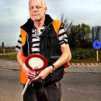 Belgie, Vlaanderen, Westhoek, 02-04-2014.<br /> Wielrennen, Elite Mannen, 3-daagse van de Panne.<br /> Signaalgevers bij de wielerkoers 3-Daagse van de Panne.<br /> <br /> Naam : Maarten van Berluc, 21 jaar actief als signaalgever.<br /> <br /> Foto: Klaas Jan van der Weij